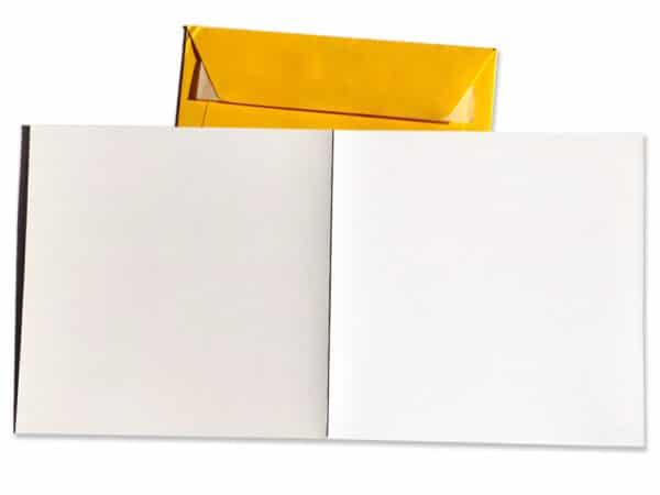 Carte postale d'anniversaire et enveloppe carrées